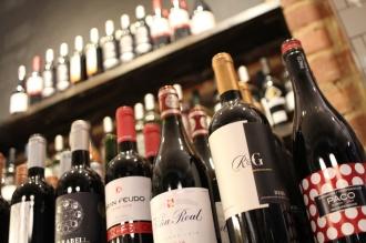 Spanish wine display at Serrano Manchego